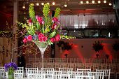 foto of flower arrangement  - big and bold flower arrangements for the tables - JPG