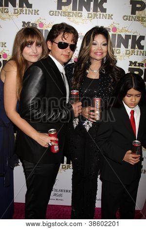 LOS ANGELES - OCT 11:  Paris Jackson, Prince Michael Jackson, LaToya Jackson, Blanket Jackson arrives at the