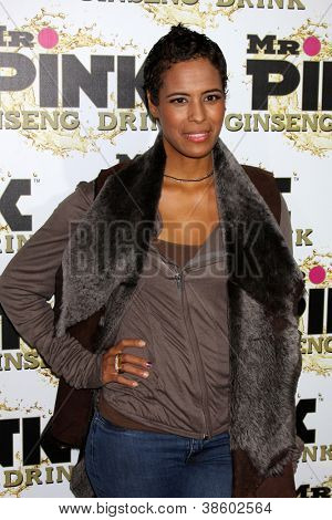 LOS ANGELES - OCT 11:  Daphne Wayans arrives at the
