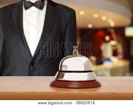 Concierge do Hotel.  Sino de serviço do Hotel