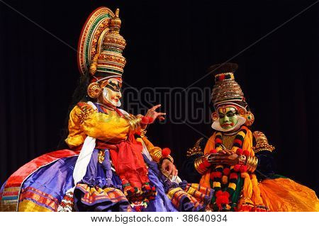CHENNAI, INDIA - SEPTEMBER 8: Indian traditional dance drama Kathakali preformance on September 8, 2009 in Chennai, India. Performers play Krishna (pacha) and Balarama (pazhupu) characters in Ramayana