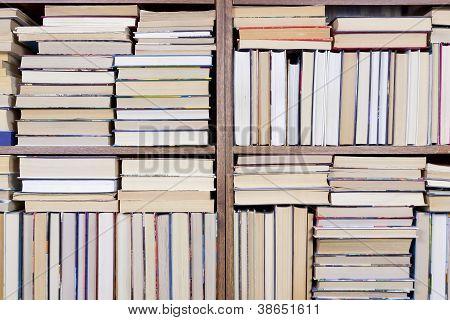 Bücherregal zuhause