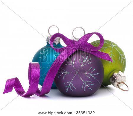 Bola de Navidad aislada en recorte de fondo blanco