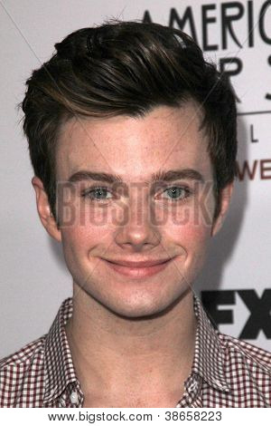 "LOS ANGELES - OCT 13: Chris Colfer kommt an die ""American Horror Story: Asyl"" Premiere Screenin"