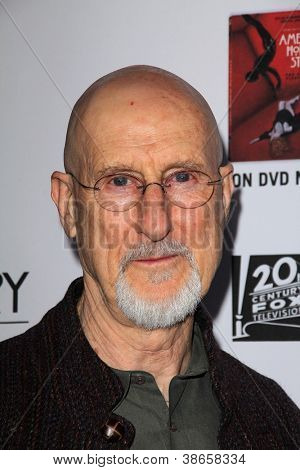 LOS ANGELES - OCT 13: James Cromwell kommt im Fenster