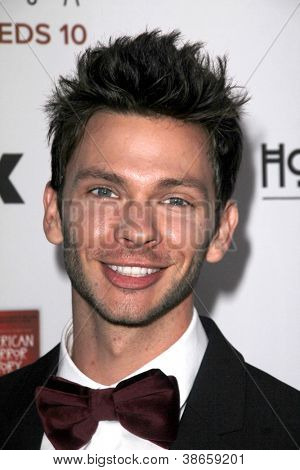 LOS ANGELES - OCT 13:  Devon Graye arrives at the