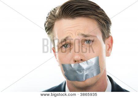 Mantener silencio