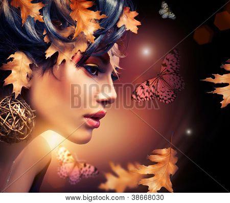 Retrato de moda de mujer de otoño. Caída. Preciosa. Arte de la moda