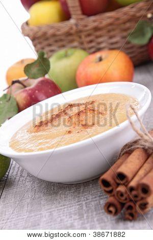 bowl of applesauce