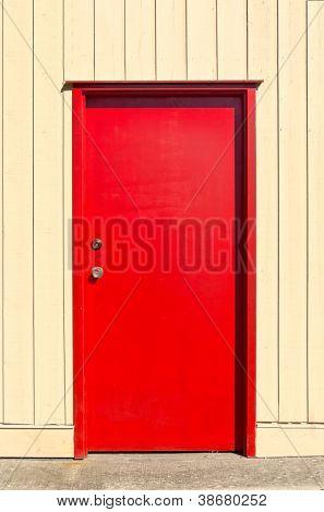 Porta de entrada de uma casa de volta.