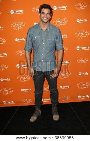 """LOS ANGELES - OCT 16:  Brant Daugherty arrives at  """"Pretty Little Liars"""" Special Halloween Episode Screening at Hollywood Forever Cemetery on October 16, 2012 in Los Angeles, CA"""