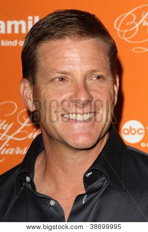"""LOS ANGELES - OCT 16:  Doug Savant arrives at  """"Pretty Little Liars"""" Special Halloween Episode Screening at Hollywood Forever Cemetery on October 16, 2012 in Los Angeles, CA"""