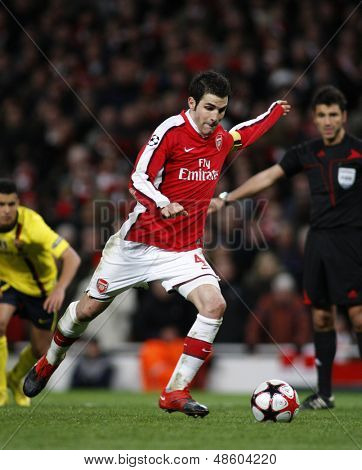 LONDON, ENGLAND. 31/03/2010. Arsenal player Cesc Fa?bregas (captain) taking and scoring a penalty  during the  UEFA Champions League quarter-final between Arsenal and Barcelona at the Emirates Stadium