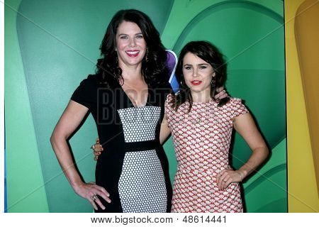 LOS ANGELES - JUL 27:  Lauren Graham, Mae Whitman at the NBC TCA Summer Press Tour 2013 at the Beverly Hilton Hotel on July 27, 2013 in Beverly Hills, CA