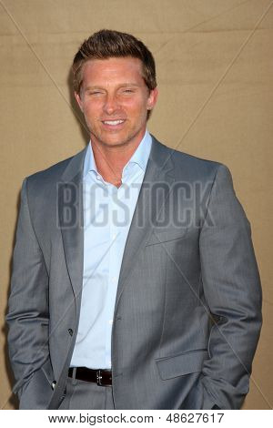 LOS ANGELES - JUL 29:  Steve Burton arrives at the 2013 CBS TCA Summer Party at the private location on July 29, 2013 in Beverly Hills, CA