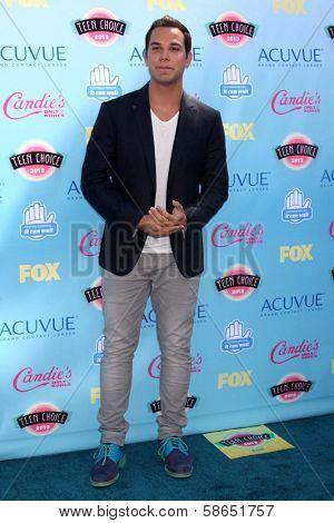 Skylar Astin at the 2013 Teen Choice Awards Arrivals, Gibson Amphitheatre, Universal City, CA 08-11-13