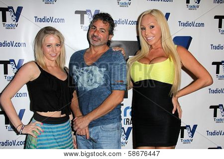 Brandy C., Mike Zinna and Mary Carey on the set of