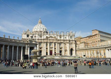 Multitud delante de Vaticano