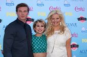 Derek Theler, Chelsea Kane and Melissa Peterman at the 2013 Teen Choice Awards Arrivals, Gibson Amph