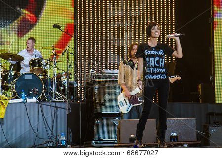 MOSCOW - JULY, 22: Singer Natalie Imbruglia. Music Festival Kryliya at Tyshino Stadium. July 22, 2007 in Moscow, Russia