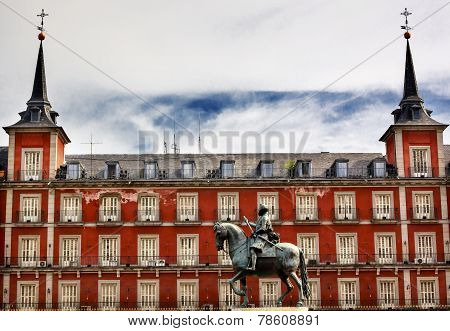 Statue Plaza Mayor Cityscape Madrid Spain