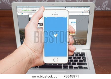 Apple Iphone 5S With Twitter Logo
