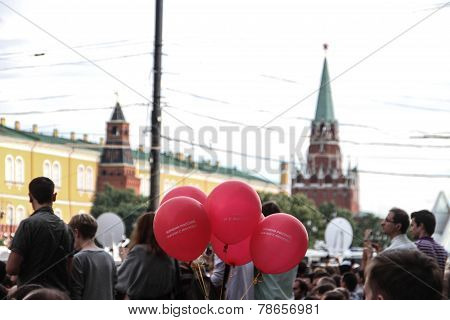 Balls Labeled Change Russia, Start With Moscow On The Opposition Rally