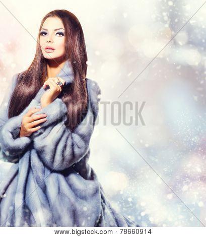 Beauty Fashion Model Girl in Blue Mink Fur Coat. Beautiful Luxury Winter Woman