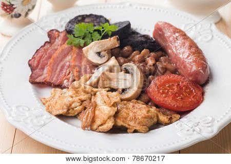 Full english breakfast with scrambled egg, bacon, mushrooms, sausage and black pudding