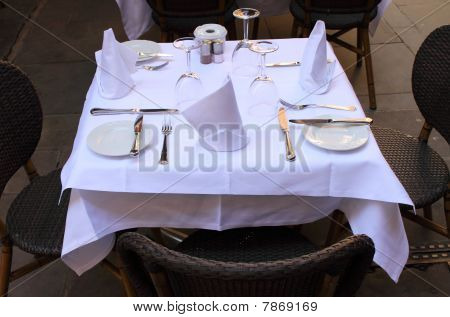 Restaurant table for three