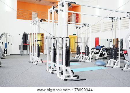 Gym apparatus in a gym hall