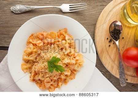 Farfalle With Tomato Sauce And Cheese