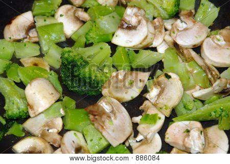 Cooking Mushrooms & Broccoli
