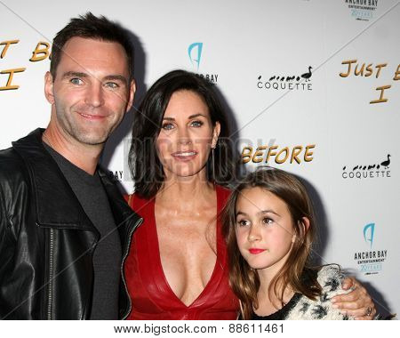 LOS ANGELES - FEB 20:  Johnny McDaid, Courteney Cox, Coco Arquette at the
