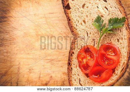 fresh rye bread and tomato