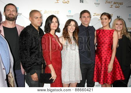 LOS ANGELES - FEB 20: Garret Dillahunt, Evan Ross, Courteney Cox, Olivia Thirlby, Seann William Scott, Kate Walsh at the