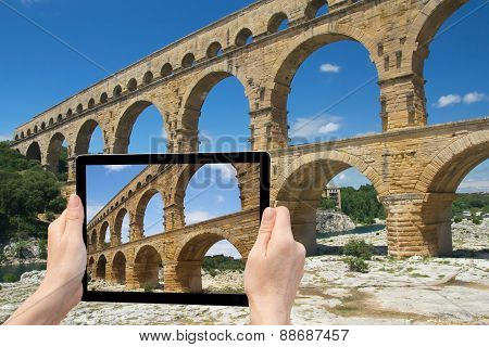 Travel To The Pont Du Gard (france)