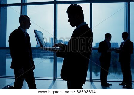 Silhouettes working businessmen