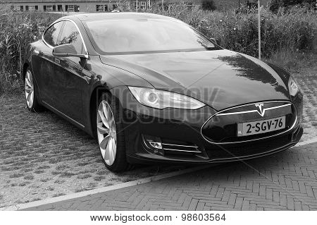 Tesla Motors Model S - Front view - black white