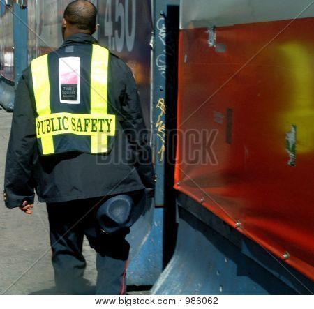 Öffentliche Sicherheit-Beamten In Uniform