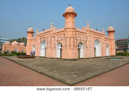 People explore mausoleum of Bibipari in Lalbagh fort in Dhaka, Bangladesh.