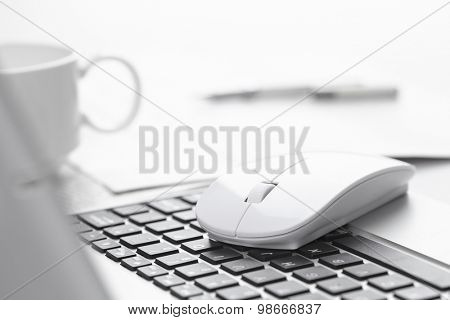 computer mouse near keyboard