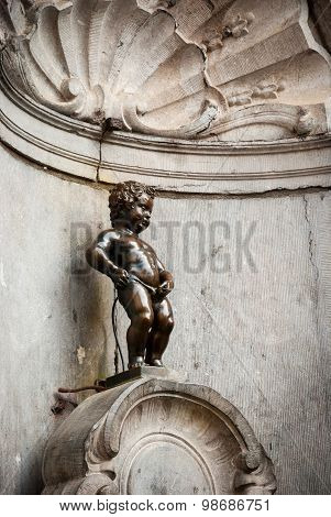 Manneken Pis, Little Man Pee, Statue In Brussels
