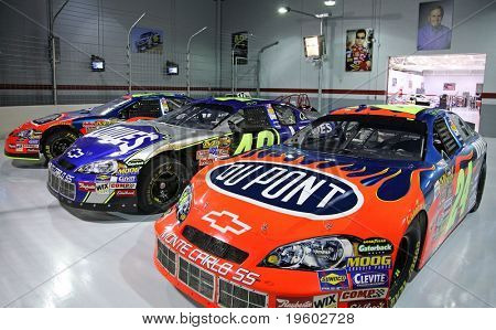 Jeff Gordon, Jimmy Johnson nascar  garage