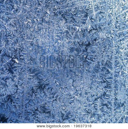 Los patrones de la helada en la ventana (fondo de escarcha)