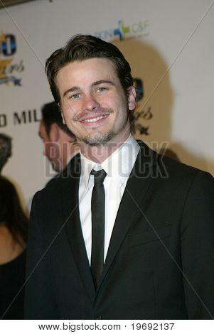 BEVERLY HILLS - FEB. 27: Jason Ritter arrives at the Norby Walters 21st Annual Night of 100 Stars Oscar Viewing Party & Gala on Feb. 27, 2011 at the Beverly Hills Hotel in Beverly Hills, CA.