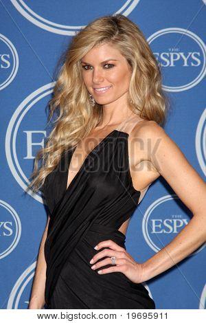 LOS ANGELES - 14 de JUL: Modelo Marisa Miller & fecha en la sala de prensa del 2010 ESPY Awards en el Nokia