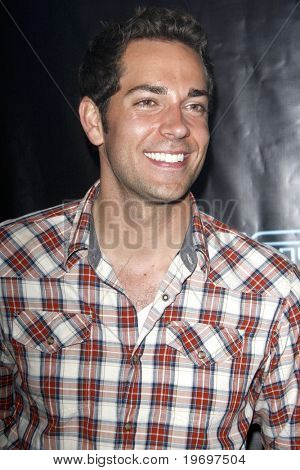 SAN DIEGO - JUL 23:  Zachary Levi at  the Tron' MySpace Party during the 2010 Comic-Con  at Flynn's Arcade on July23, 2010 in San Diego, CA.