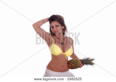 Mujer con piña