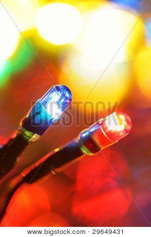 Bunte elektrische Glühlampen und Lights Out-of-Fokus
